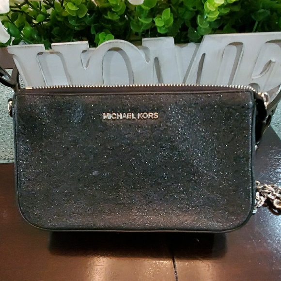 Michael Kors Handbags - (Small) Michael Kors Wallet